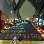 บันไดเปลี่ยนสีที่สถานีเกียวโต
