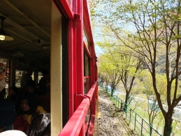 นั่งรถไฟสายโรแมนติก อีกหนึ่งกิจกรรมท่องเที่ยวที่คนมาอะราชิยามะ เกียวโต ไม่ควรพลาด
