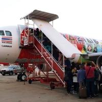 """[สำรวจ] เครื่องบิน AirAsia ลายใหม่ """"Amazing Thailand"""" จากเมืองไทยไปฮานอย"""