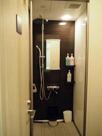 ห้องอาบน้ำมีสบู่ แชมพูพร้อม