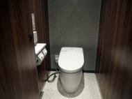 ห้องน้ำระบบชักโครกกดอัตโนมัติ